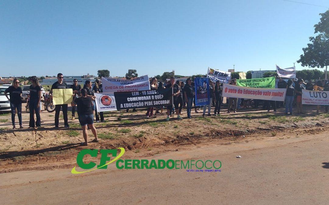 LEM: Greve dos professores e lixão motivaram protestos durante Ato Civico de aniversário