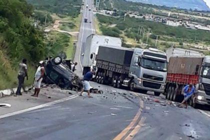 Milagres: Acidente envolvendo quatro veículos deixou um morto e um ferido na BR-116