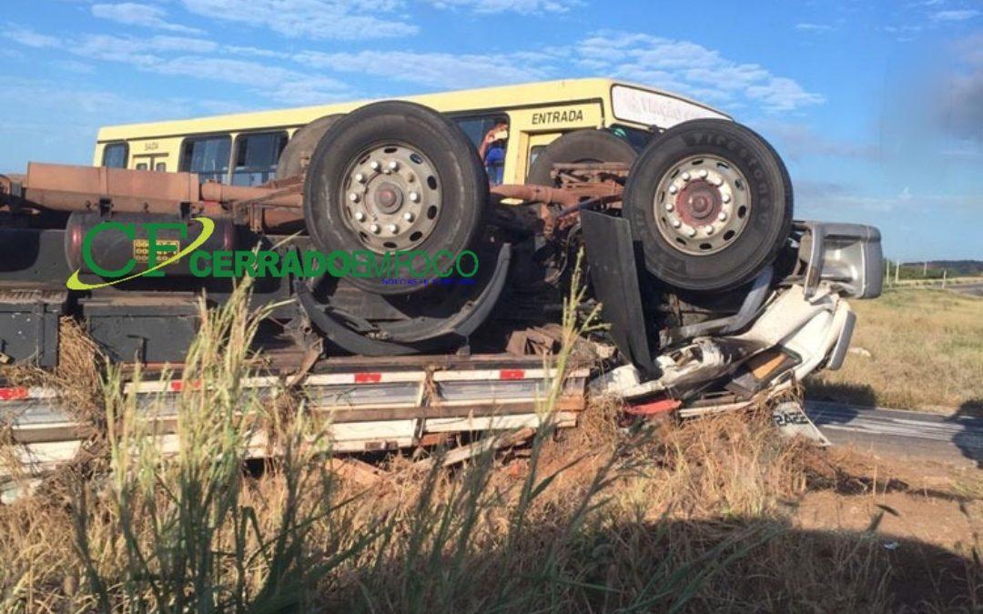 Brumado: Condutor morre ao tombar caminhão na BR-030