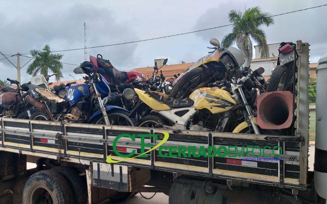 LEM: Continua a remoção de veículos e  limpeza da antiga delegacia