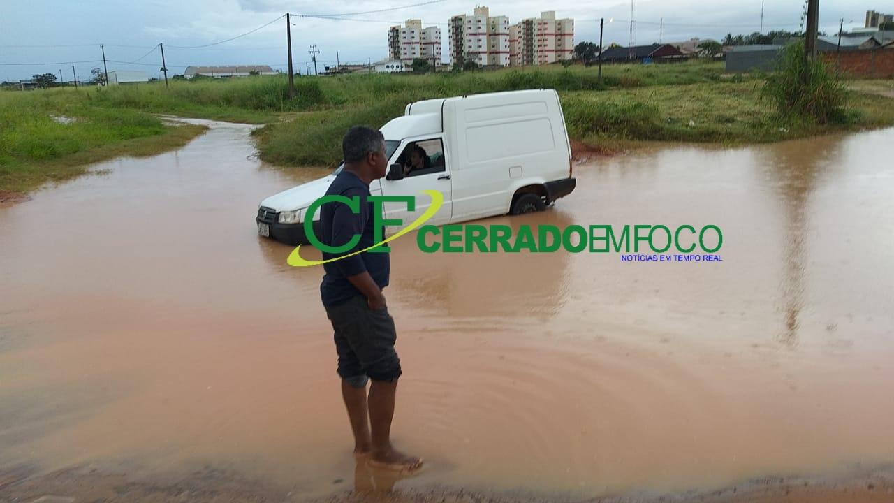 LEM: Chuva causa alagamento em alguns pontos da cidade