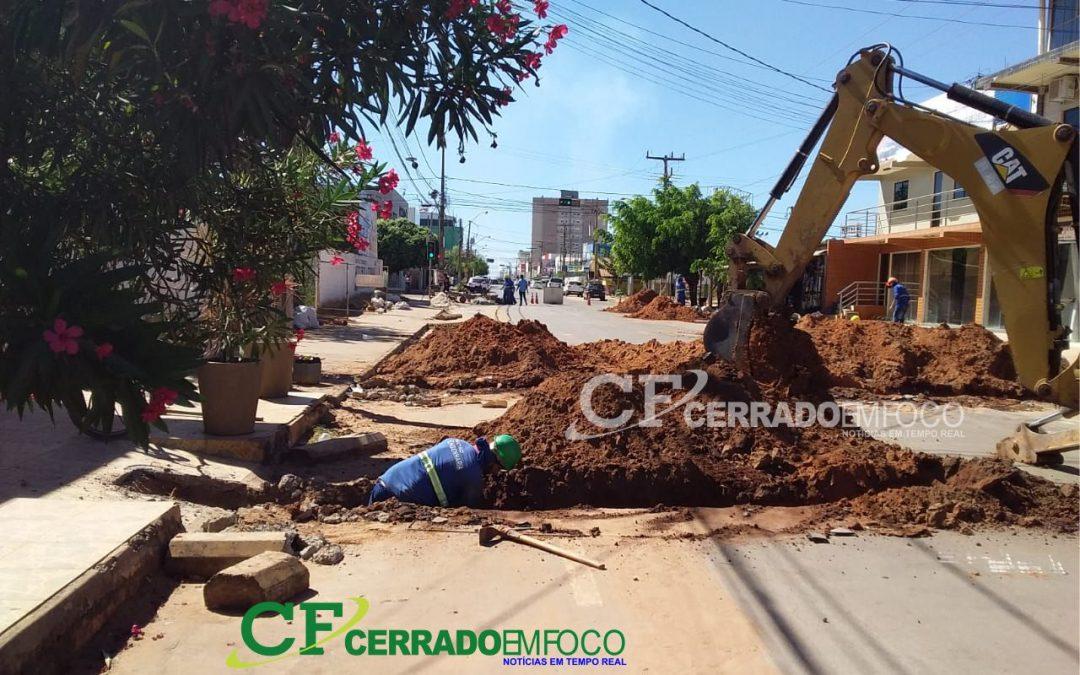 LEM: EMBASA continua as obras na Rua José Cardoso de Lima em frente a Auto Escola Cerrado