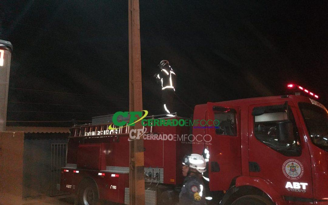 LEM: Princípio de incêndio em carreta estacionada no pátio do Posto Imperador