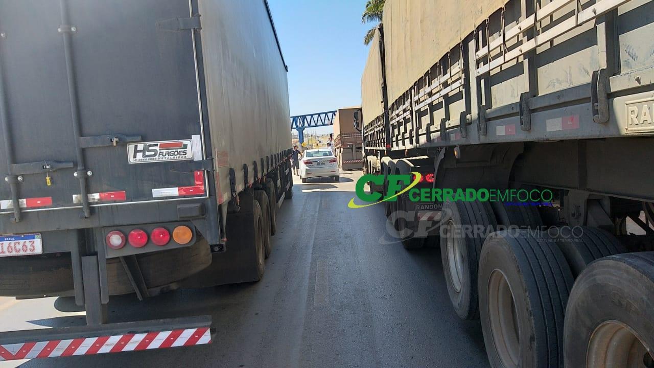 LEM: Pequena colisão deixa lentidão em trânsito na BR-242 em frente a antiga rodoviária