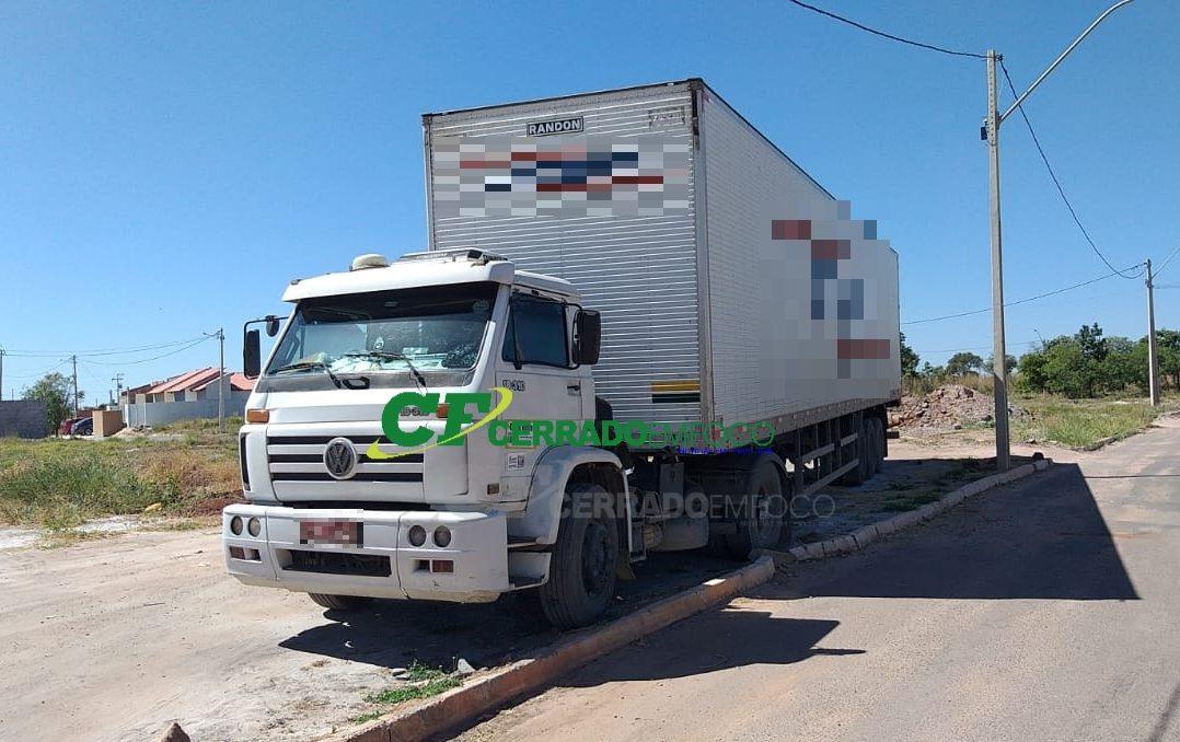 LEM: Caminhoneiro tem carga de pneus roubada por quadrilha na BR-020