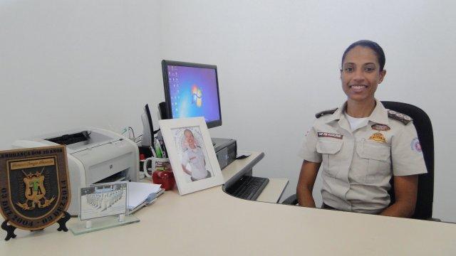 """Salvador-BA: Adê Cerrado entrevista a Capitã Alcilene Coutinho, PM subcomandante da """"Ronda Maria da Penha"""", para falar sobre o número de feminicídios que cresceu quase 33% na Bahia em 2019, segundo SSP."""