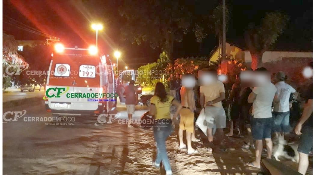 LEM: Jovem necessita de atendimento médico após colisão no bairro Florais Léa.
