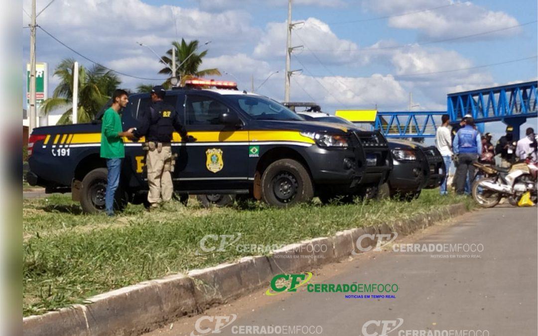 Agentes da PRF Recém Formados Continuam Atividades de Fiscalização na BR 242, Perímetro Urbano de LEM.