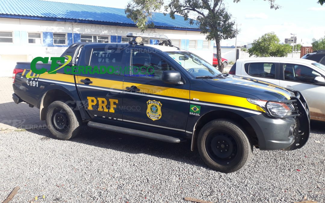 LEM: PRF prende homem com mandado de prisão em aberto em veículo na BR-020.