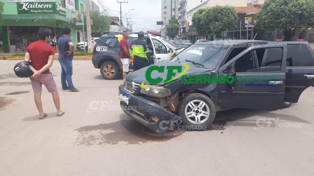 LEM: Colisão entre dois veículos no centro da cidade