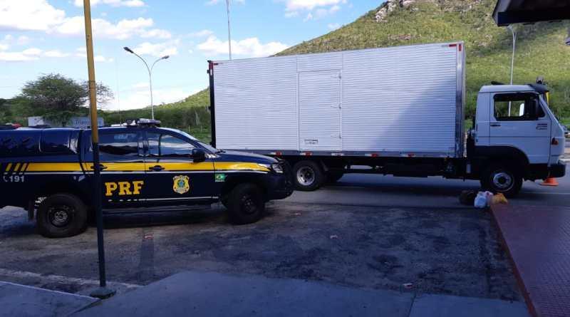 Jequié: Caminhão roubado no Rio de Janeiro é recuperado pela PRF em Jequié (BA)