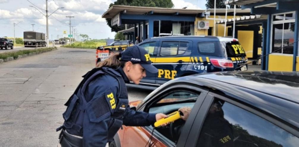Em 2019, PRF realizou mais de 200.000 mil testes de alcoolemia nas rodovias federais da Bahia.