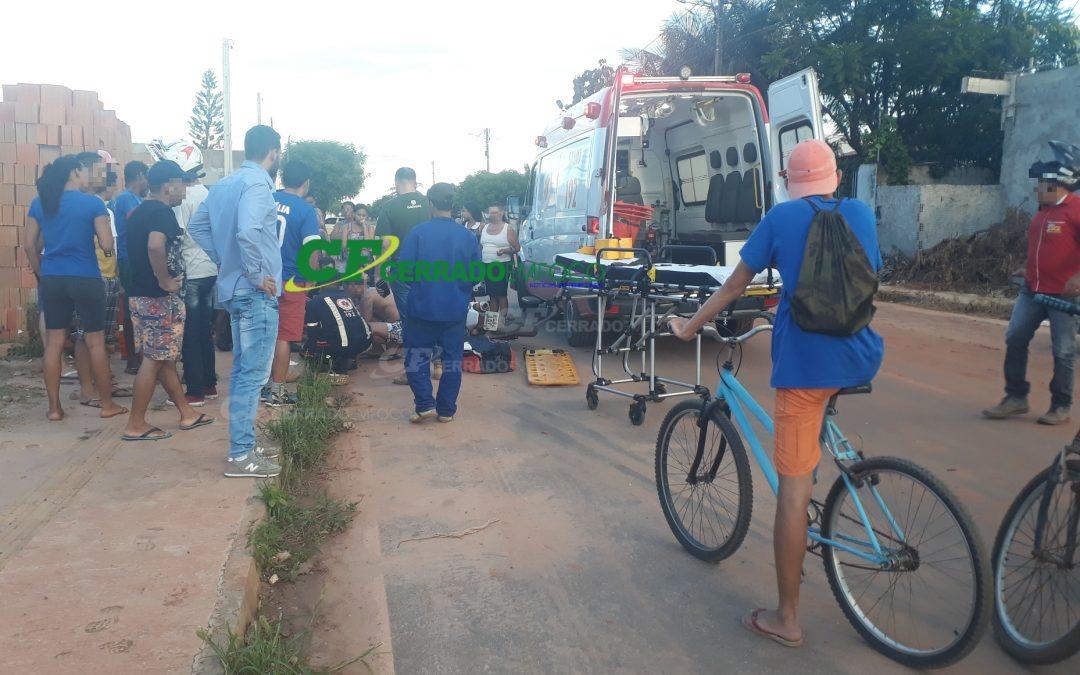 LEM: Motociclista fica ferida após ser atingida por veículo.