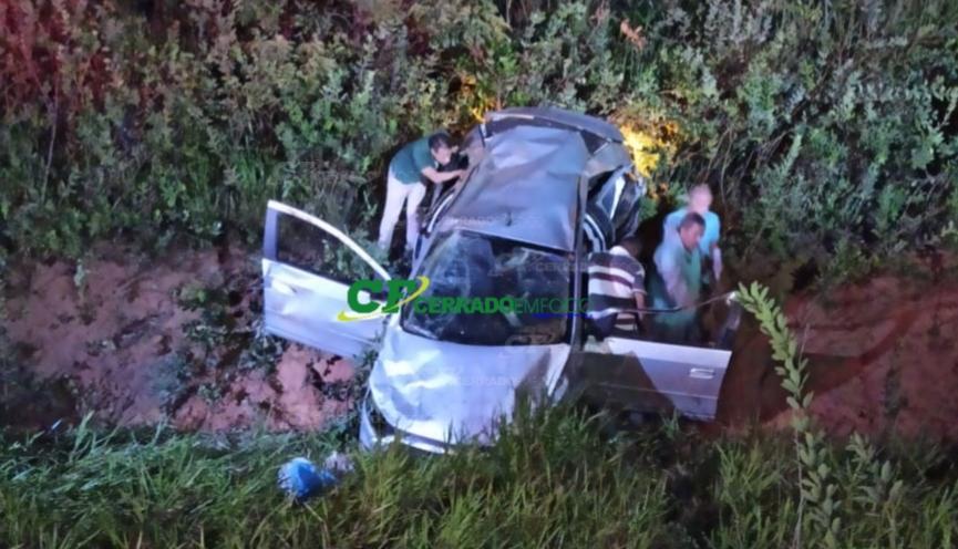 LEM: Condutor perde controle de veículo e capota na BR 242 sentido Tocantins.