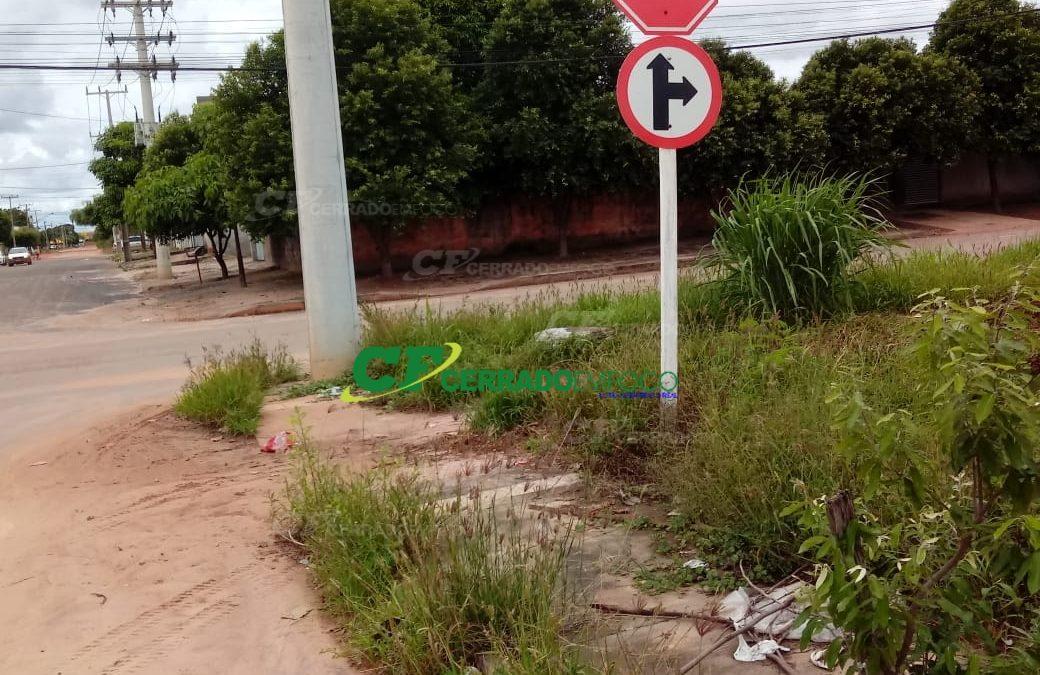 LEM: Morador reclama de lixo jogado em área pública.